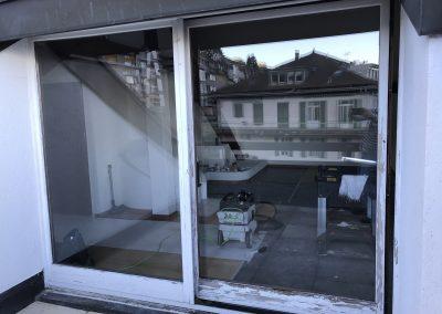 Avant rénovation d'une porte-fenêtre en chêne très dégradée
