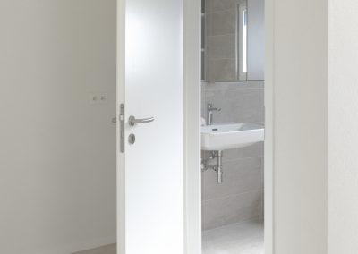 Porte d'intérieur à recouvrement en frêne blanc velouté