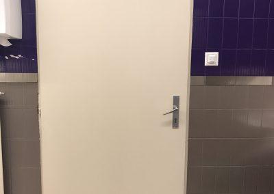 Après réparation d'une porte de wc enfoncée