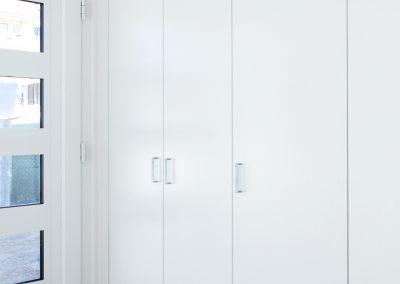 Pose d'une armoire encastrée pour un hall d'entrée